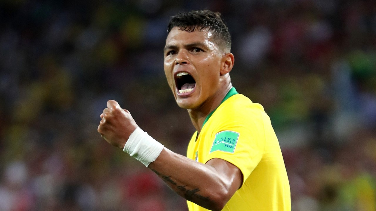 """thiago silva comemora gol do brasil contra servia 1530128019846 v2 16x9 - Thiago Silva dá """"sinal verde"""" e deve renovar contrato com o Chelsea"""