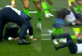 CALMA TITE! Técnico da Seleção leva 'tombaço' ao comemorar o gol do Brasil; confira os memes que rolaram