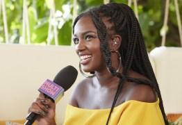 Cantora Iza estreia como apresentadora e avalia representatividade negra