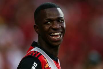 De saída do Flamengo, Vinícius revela contatos do Barcelona e do PSG