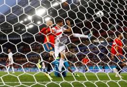 Espanhois e croatas colocam favoritismo em campo nas oitavas