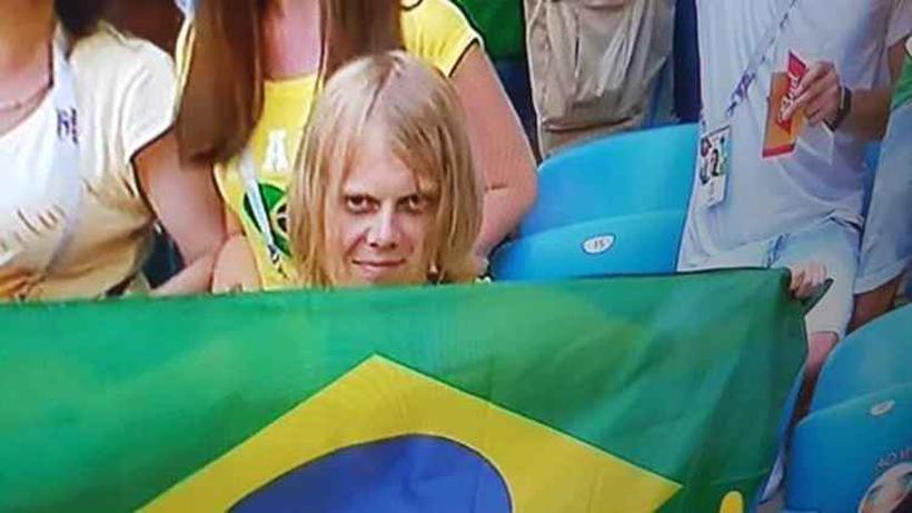 20180703200329328317e - CONHEÇA YURY TORSKY: Torcedor misterioso que virou meme no Brasil é jovem russo