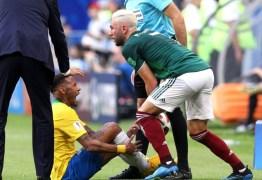 Mexicano que pisou em Neymar se revolta com brasileiros na web