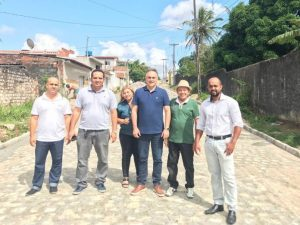 Calçamento Alto do Mateus 300x225 - Cartaxo visita obras de calçamento de 3 ruas no Alto do Mateus e pavimentação asfáltica no Costa e Silva