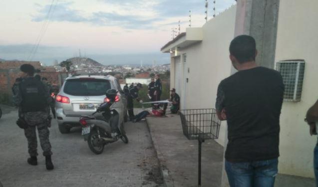 Capturar 24 - IMAGENS FORTES: Advogado é morto a tiros na frente de casa - VEJA VÍDEO!