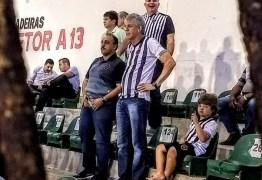 UMA PAUSA NA POLÍTICA: Ricardo Coutinho assiste jogo do Botafogo-PB no Almeidão