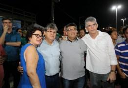 Na Nova Praça do Mar no Conde , João Azevêdo prestigia show com Tribo de Jah
