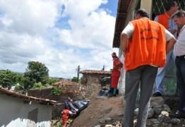 Prefeitura de João Pessoa retira famílias de área de risco
