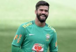 Liverpool anuncia a contratação do goleiro brasileiro Alisson, o mais caro da história
