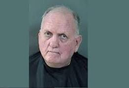 Suspeito de dirigir bebendo, homem diz à polícia que bebia só ao parar nos sinais vermelhos