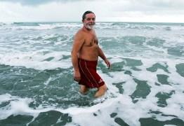 Eduardo Bolsonaro curte foto de Lula sem camisa na praia
