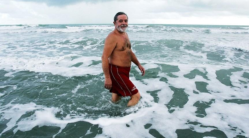 eduardo bolsonaro foto lula instagram - Eduardo Bolsonaro curte foto de Lula sem camisa na praia