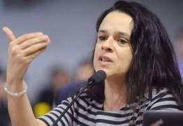 'Gases não podem parar um chefe de Estado', diz Janaína Paschoal sobre Bolsonaro