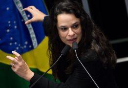 Cogitada vice de Bolsonaro, Janaína paschoal quer aliança do deputado com Amoêdo