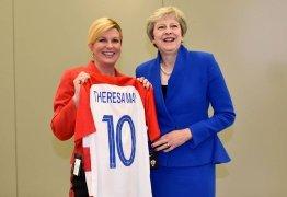 Líder croata repete presente 'pé frio' para premier britânica e web teme por ingleses