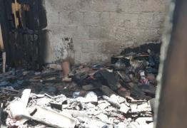 Homem incendeia casa de ex-esposa e atual marido promete vingança