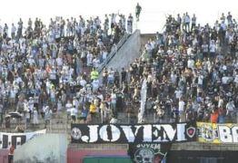 Árbitro registra que torcida do Botafogo-PB atirou objetos no gramado do Barrettão
