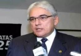 PERGUNTAR NÃO OFENDE: o ex-senador Efraim Morais está fechado com João ou com José Maranhão?