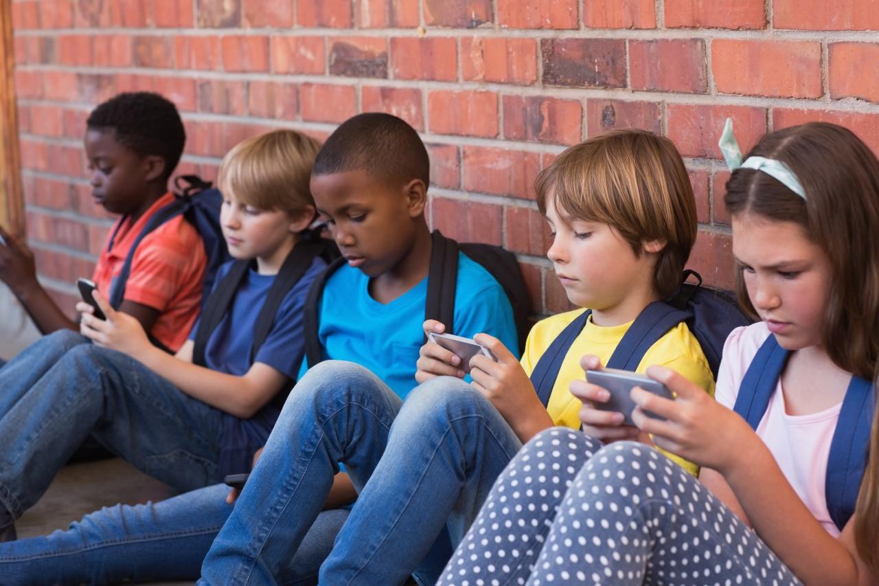 IMAGEM Proibição total de celulares em sala de aula levanta discussões ROBERTO A TARDE - Ministério da Educação anuncia liberação de internet gratuita para estudantes carente de instituições de ensino federais