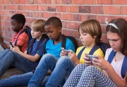 Proibição total de celulares em sala de aula levanta discussões