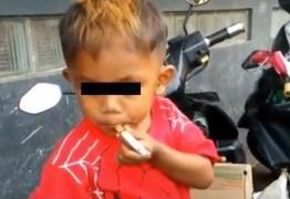 Menino de 2 anos e meio fuma 40 cigarros por dia -VEJA VÍDEO