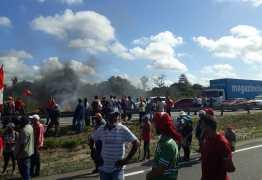 MST interdita trechos das BRs 230 e 101 na Paraíba