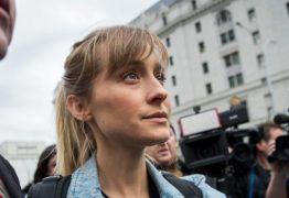 Condenada por tráfico sexual, atriz de 'Smallville' consegue autorização para estudar