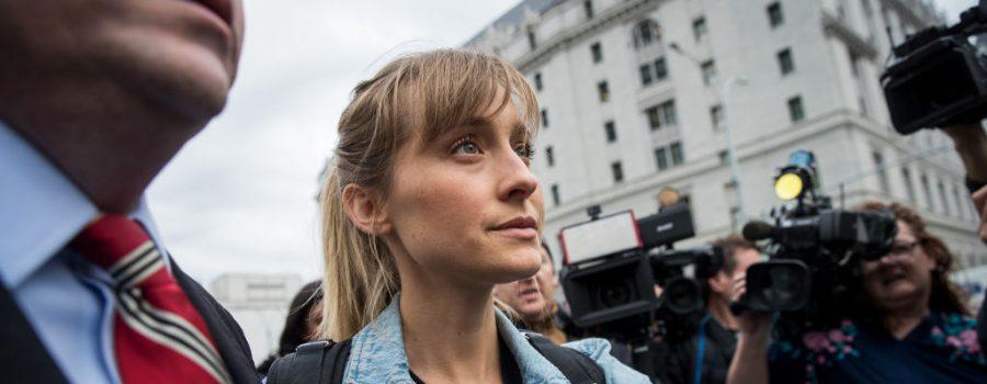 atriz - Condenada por tráfico sexual, atriz de 'Smallville' consegue autorização para estudar