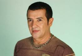Beto Barbosa fala sobre quimioterapia: 'Tremor nas pernas e nos braço