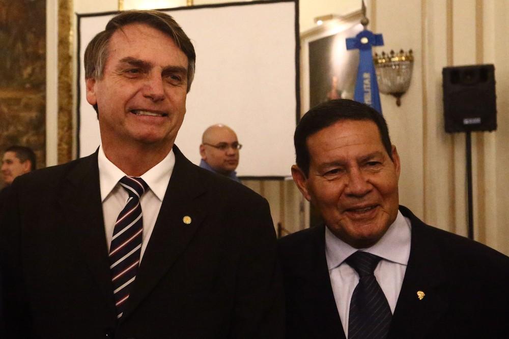 bolsonaro general mourão - Vice de Bolsonaro rebate críticas: 'Se eu fosse antidemocrático, não estaria participando de uma eleição'