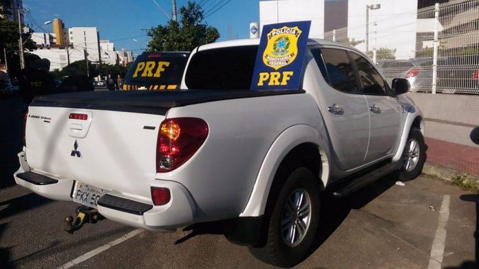 carro 696x391 - Homem é preso com carro roubado após audiência sobre veículos roubados