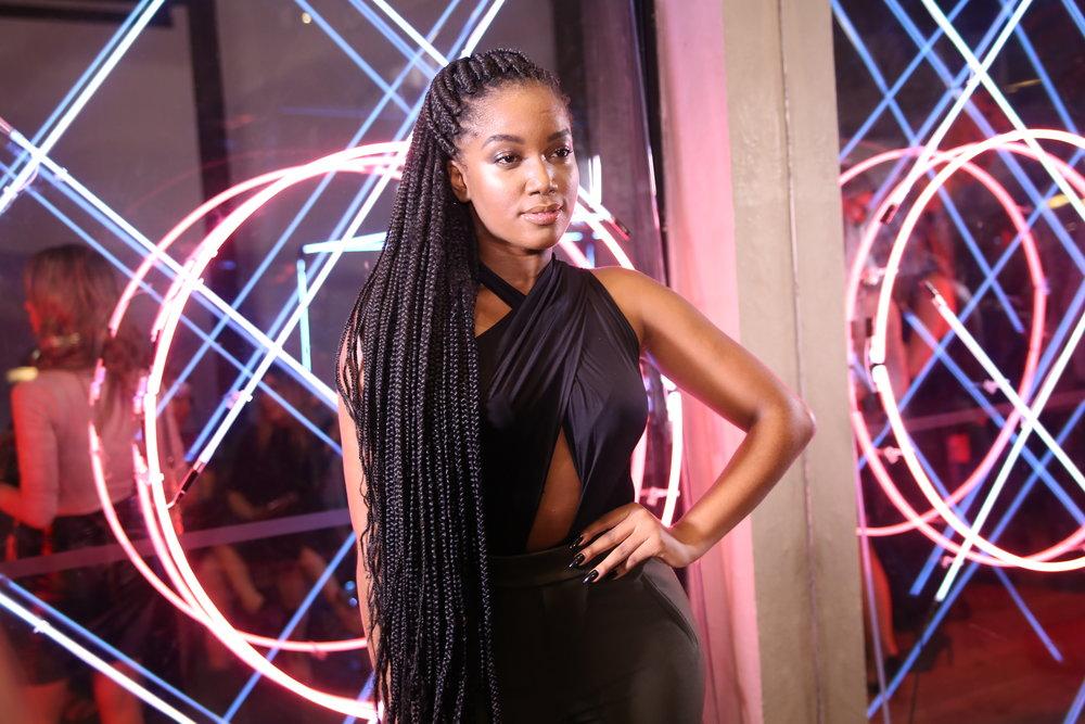iza cantora - 'Alisava o cabelo porque tinha medo de ser eu', diz Iza sobre aceitação