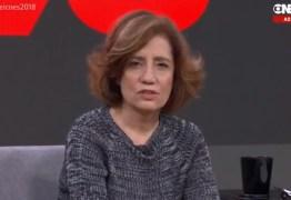 VEJA VÍDEO: após provocação de Bolsonaro sobre ditadura, jornalista responde com nota da emissora