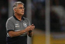Patrocinador do Botafogo, Felipe Neto reclama e clube demite treinador