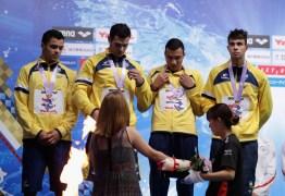 Após desclassificação da equipe norte-americana seleção brasileira de natação conquista o ouro em Tóquio