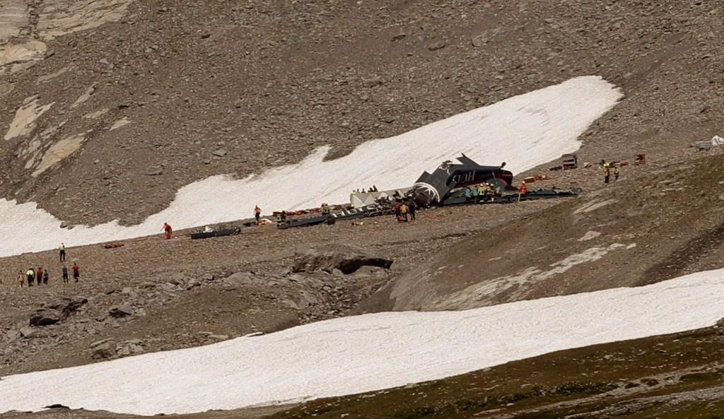 suica2 1024x593 - Avião militar de 1939 cai nos Alpes Suíços e deixa 20 mortos