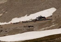 Avião militar de 1939 cai nos Alpes Suíços e deixa 20 mortos