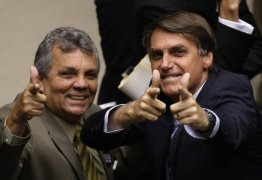 Coordenador da 'bancada da bala' abandona Bolsonaro