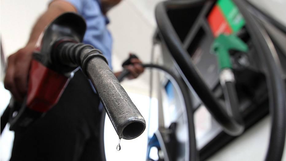1415931002726 - REAJUSTE: Petrobrás sobe de novo preço da gasolina e valor atinge recorde
