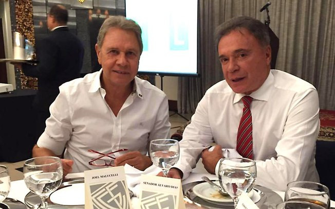 1atx6cj4bxipygplk06urycoy 1 - Suplente de Alvaro Dias no Senado, se entrega no Paraná Suspeito de fraudes no Estado