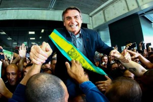 AFP 13C229 U203845979223dBH 1200x800@GP Web 300x200 - ELE SIM E NO PRIMEIRO TURNO: Quanto mais baterem em Bolsonaro mais ele vai crescer - Por Rui Galdino