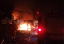Incêndio atinge oficina de caminhões, no bairro Mário Andreazza, em Bayeux