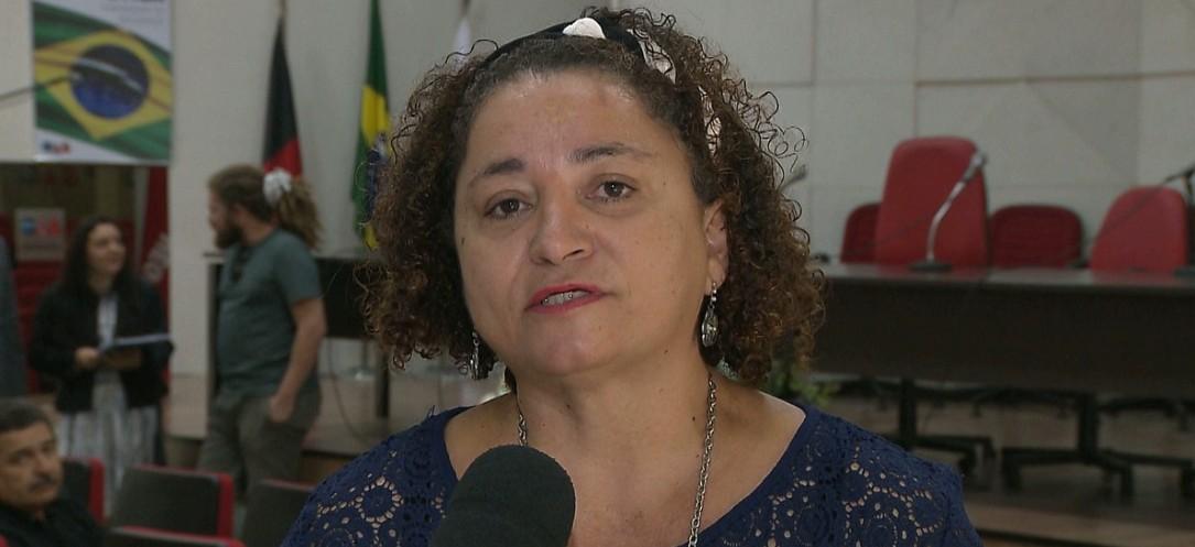 Capturar 46 - Rama Dantas concede entrevista para rádios de João Pessoa