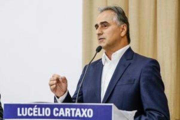 Lucélio 300x200 - Lucélio Cartaxo se encontra com população de Salgadinho
