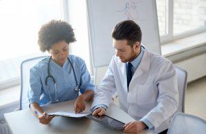 Medicina X enfermagem existe rivalidade entre as profissões 300x196 - Medicina X enfermagem: existe rivalidade entre as profissões?