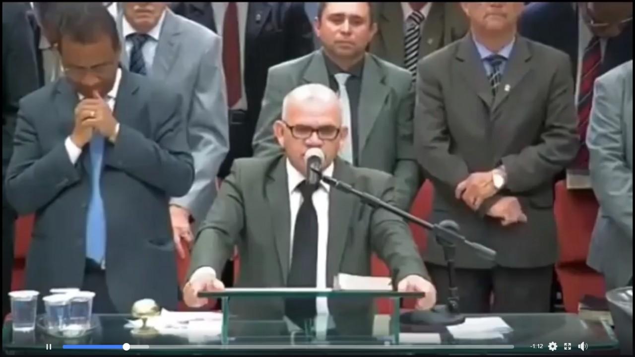 Pastor Daniel Nunes - VEJA VÍDEO: pastor presidente da Assembleia de Deus pede orações por Bolsonaro durante culto