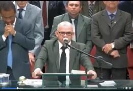 VEJA VÍDEO: pastor presidente da Assembleia de Deus pede orações por Bolsonaro durante culto