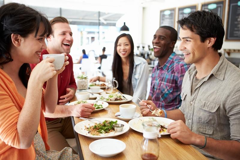 Unimed JP Banco de imagem - Como evitar aquele sono  após o almoço; confira as dicas