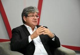 João Azevedo participa de caravana no Cariri paraibano