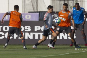 a3978f138482 1 300x200 - Flamengo pretende denunciar Corinthians, caso escale Fagner